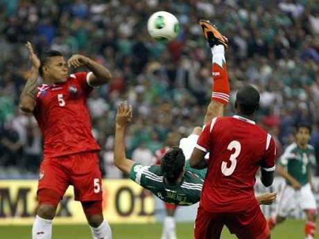 <p>Jiménez garantiu a vitória mexicana com golaço</p>