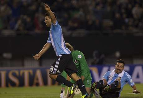 <p>Lavezzi fez dois gols na vitória argentina nesta sexta</p>