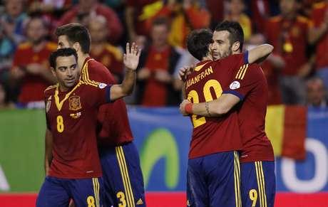 <p>Jogadores da Espanha comemoram vitória sobre a Geórgia, resultado que garantiu vaga para a Copa</p>