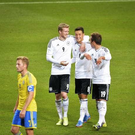 Já classificada, a Alemanha derrotou a Suécia em jogo de oito gols
