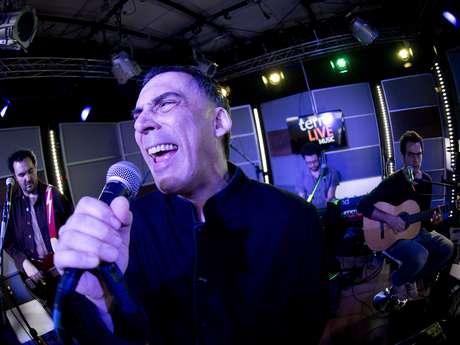 Arnaldo Antunes foi o convidado desta terça-feira (15) do Terra Live Music Especial Natura Musical. O cantor apresentou canções de seu novo álbum, intitulado 'Disco'
