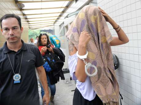 <p>Manifestantes detidos durante protesto são encaminhados ao Instituto Médico-Legal (IML) para fazer exame de corpo de delito</p>