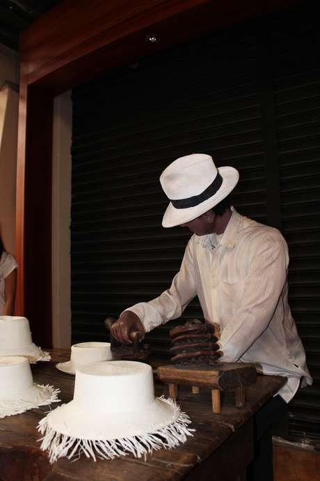 <p>Museu La Magia del Sombrero encanta turistas que visitam a fábrica Homero Ortega, em Cuenca</p>