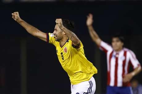 Já classificada, a Colômbia derrotou o vice-lanterna Paraguai com dois gols de Yepes
