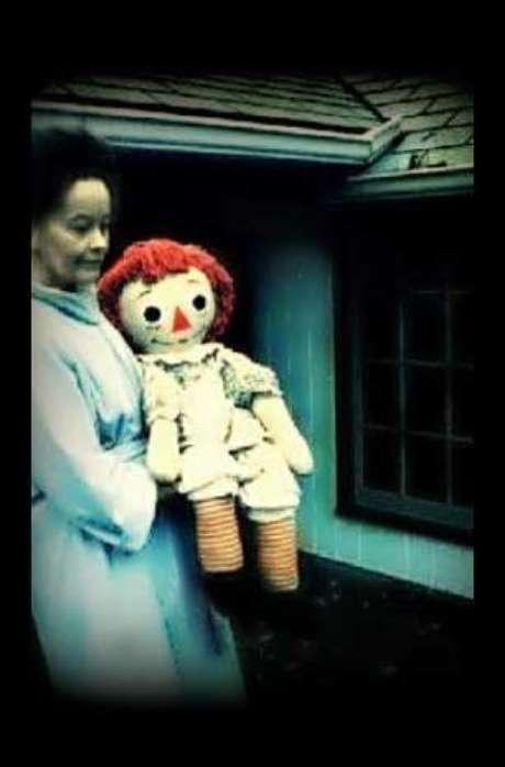 <p>Esta es la muñeca original que se movía de lugar en la habitación de Donna.</p>