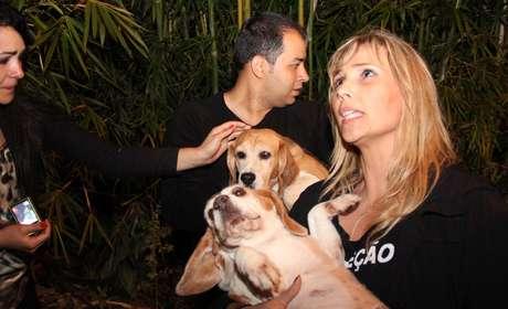 Segundo relatos, ao menos de 200 cães foram retirados do instituto e páginas na internet foram criadas para adoção