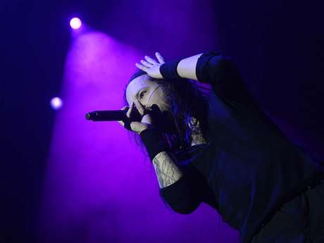 <p>Johnatan Davis, vocalista da banda Korn, durante show no Monsters of Rock</p>