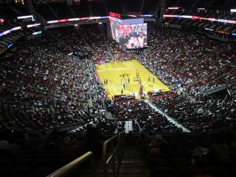 Quatro dias antes do UFC 166, Houston Rockets venceu Orlando Magic em amistoso no Toyota Center
