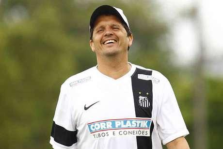 <p>Ex-técnico do Santos terá sua primeira experiência fora da Vila Belmiro</p>