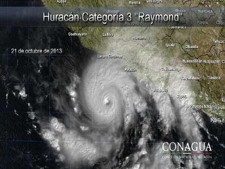 <p>La Conagua indicó que el ojo del huracán es relativamente pequeño, pues tiene un radio de 30 kilómetros, lo que genera vientos de huracán categoría tres a 195 kilómetros por hora y rachas de hasta 240 kilómetros por hora.</p>