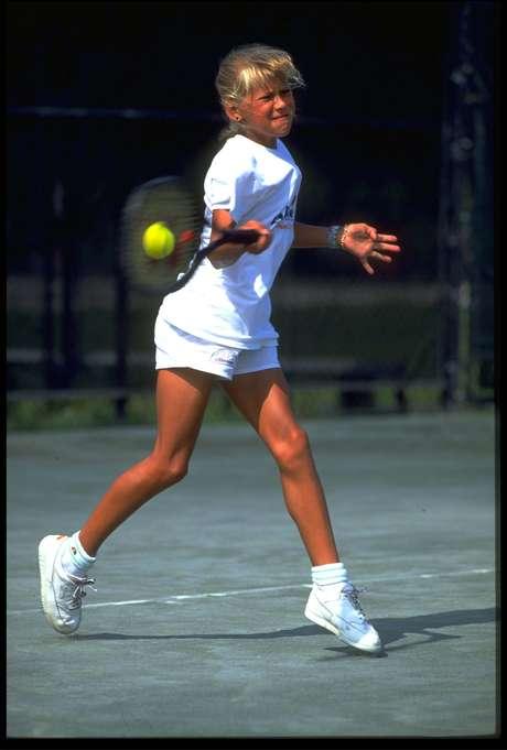 p Russa iniciou cedo no tênis e ainda aos dez anos já atraiu interesse 12cd0e3fcb037