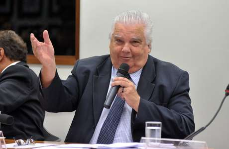 O ministro da Ciência, Tecnologia e Inovação, Marco Antonio Raupp, classificou retirada de cães do Instituto Royal como crime