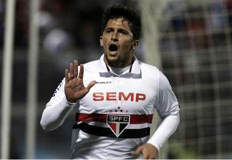 Aloísio fez dois gols e criou a jogada do tento marcado por Ademílson