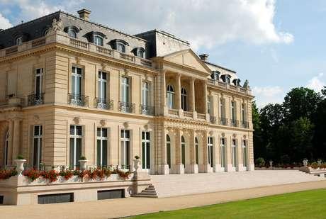 <p>El Château de la Muette, es un castillo ubicado en París, Francia yque en 1949 se convirtió en sede de la Organización para la Cooperación Económica Europea (OECE). Posteriormente, en 1961pasó a ser sede de la Organización para la Cooperación y el Desarrollo Económicos (OCDE).</p>
