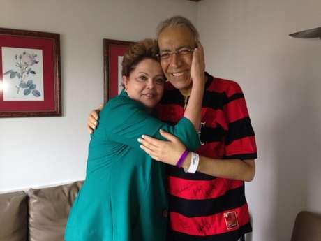 <p>Marcelo Déda recebendo a presidente em seu quarto no hospital durante o tratamento contra o câncer</p>