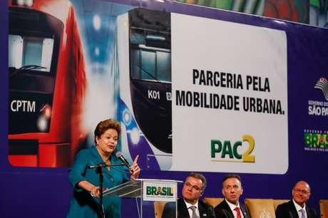 Presidente Dilma Rousseff durante cerimônia de anúncio de investimentos do PAC Mobilidade Urbana em São Paulo