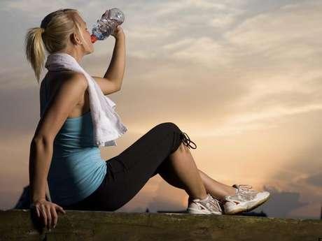 El nivel de acidez de las bebidas deportivas podría causar daños irreversibles en los dientes