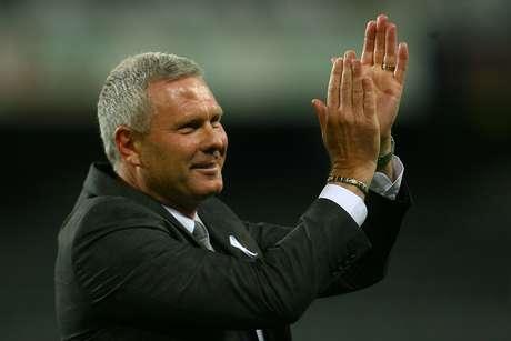 Ricki Herbert, director técnico de Nueva Zelanda y que sueña con vencer a México en el repechaje del Mundial.