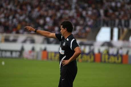 <p>Claudinei Oliveira passa instruções ao Santos na Fonte Luminosa; time praiano tem a melhor campanha entre os times paulistas na Série A</p>