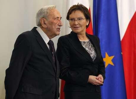 Mazowiecki foi nomeado chefe de governo do país depois das eleições de 4 de junho de 1989
