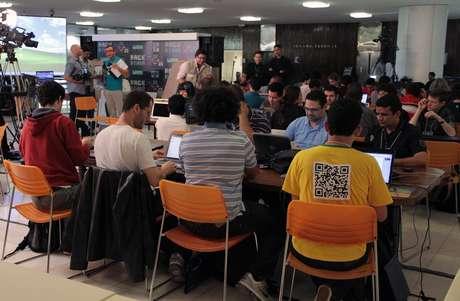 <p>Hackers devem desenvolver protótipos até sexta-feira, e depois têm uma semana para concluir projetos</p>