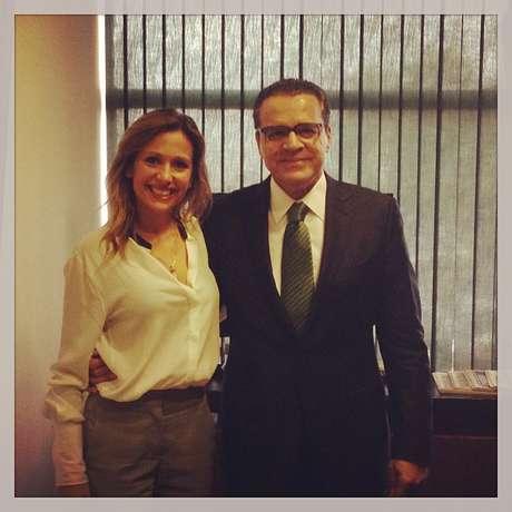 Apresentadora divulgou no Facebook foto de sua reunião com o presidente da Câmara, Henrique Alves (dir.)
