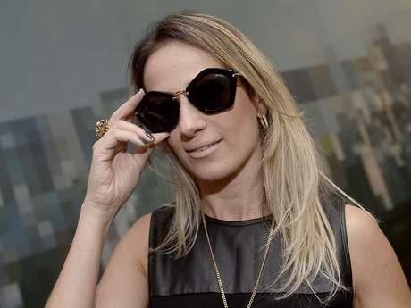 <p>Daniela Figueira também foi de Miu Miu, mas em clássico preto</p>