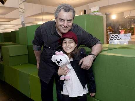 <p>Com a filha Julia, jornalista e empresário Paulo Lima elogiou abertura de portas do SPFW para a moda infantil</p><p></p>
