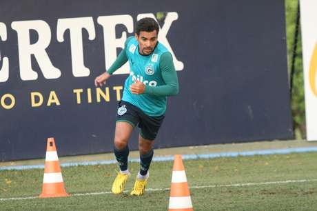 <p>Araújo volta a marcar e é artilheiro do Goiás com sete gols</p>