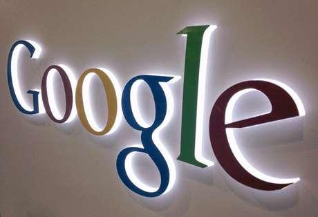 Logotipo do Google é visto em uma loja de eletrônicos em Encinitas, nos EUA. O grupo que detém milhares de patentes que pertenciam à Nortel entrou com sua primeira ação por patente na quinta-feira contra um alvo familiar, o Google, companhia que foi vencida no leilão de falência da Nortel. 11/04/2013