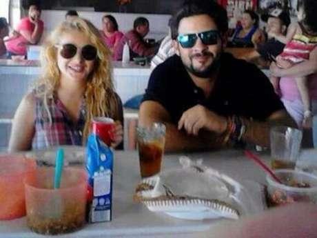 Paulina Rubio y Gerardo Bazúa fueron captados hace días mientras comían en un mercado en Sonora.