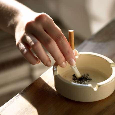 <p>El tabaquismo puede provocar la p&eacute;rdida de piezas dentales</p>