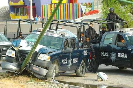 """<p>De acuerdo con el periódico Reforma en su edición web, un grupo armado identificado como """"Los Ciclones"""" se resiste a entregar las armas y dejar la plaza, por lo que sus integrantes fueron perseguidos por sicarios del Cártel del Golfo (CDG), procedentes de Reynosa y Río Bravo.</p>"""