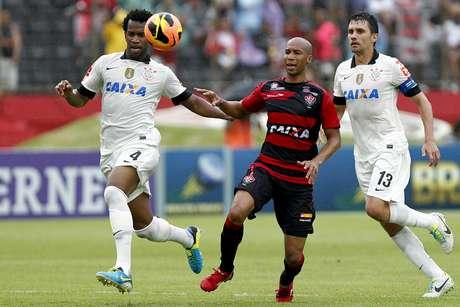 <p>Artilheiro do Vitória, Dinei pode desfalcar o time diante do Flamengo; Cáceres também preocupa</p>