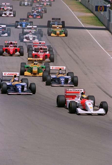 <p>Prova na Austrália teve largada tumultuada, mas estratégia da McLaren levou Ayrton Senna à vitória tranquila; dupla da Williams completou o pódio</p>