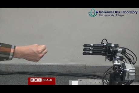 Robô usa reconhecimento e reação em alta velocidade