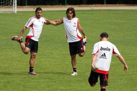 <p>Gattuso e Pirlo atuaram juntos no Milan entre 2001 e 2011</p>