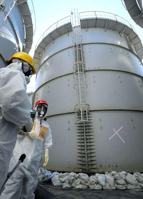 Vazamento Pelo Sensor Do óleo Fox Achado Com O Cel: Vazamento De água Radioativa Faz Costa De Fukushima Passar