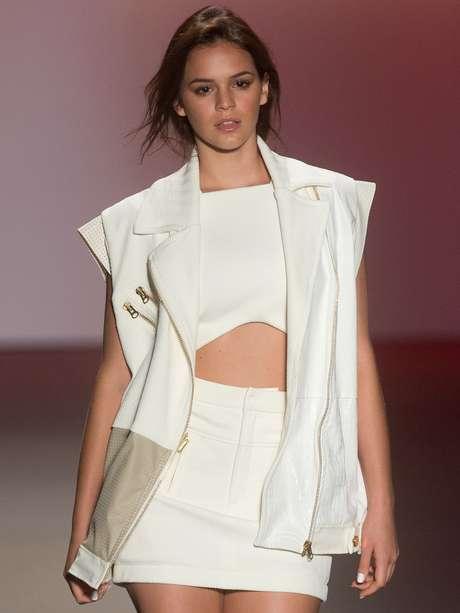 <p>A roupa ampla que usou no desfile não valorizou a boa forma de Bruna Marquezine</p>
