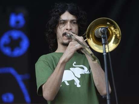 <p>Apresentação do coletivo foi marcada pelo groove e funk com muito swing da música brasileira</p>