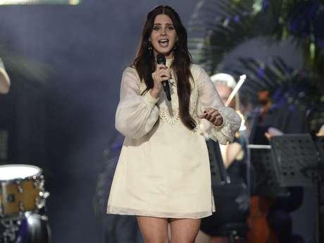 <p>Com boa parte do público do Planeta Terra de seu lado, Lana Del Rey abriu seu show às 19h30 deste sábado</p>