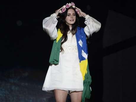 Cantora Lana Del Rey se apresenta no palco Terra do Planeta Terra