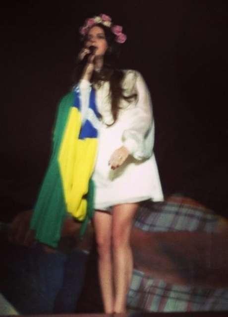 Recém-separado da atriz Leticia Birkheuer, o empresário Alexandre Furmanovich assistiu de perto ao show da cantora Lana Del Rey no último sábado