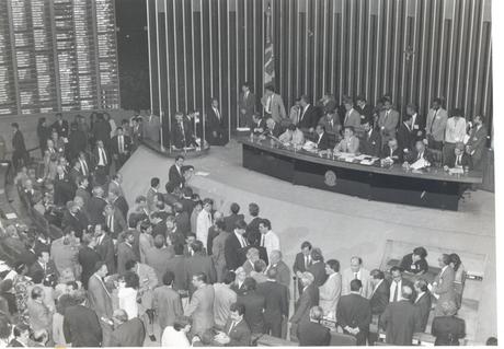 Deputado Ibsen Pinheiro presidindo a sessão de impeachment de Fernando Collor na Câmara