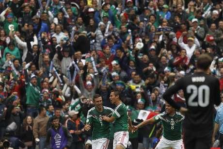 México obteve a vitória em pleno Estádio Azteca, que contou com bom público