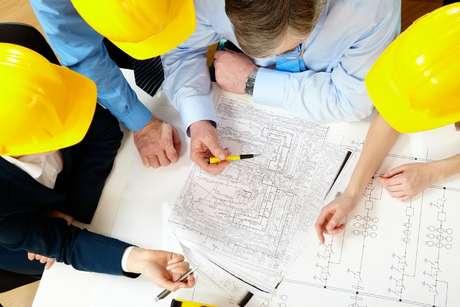 1º - Engenharia: considerado o curso que mais forma milionários no mundo, a engenharia, no Brasil, há cerca de 10 anos teve uma progressão na oferta de empregos, por conta do mercado do petróleo, considerado o mais promissor no País atualmente
