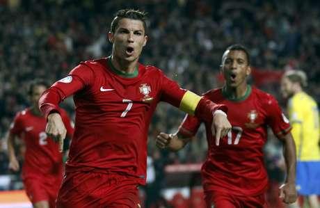 Cristiano Ronaldo comemora depois de fazer o gol da vitória de Portugal sobre a Suécia na repescagem