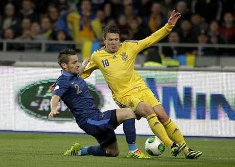 <p>Franceses tentam vaga na Copa 2014 pela repescagem; contra a Ucrânia, porém, equipe perdeu fora de casa por 2 a 0 e se complicou</p>