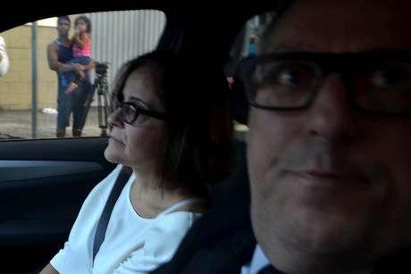 Condenada a 12 anos, sete meses e 20 dias de prisão em regime fechado, Simone Vasconcelos (ex-funcionária de Marcos Valério), se entrega à Polícia Federal em Belo Horizonte (MG)