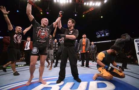 <p>Georges St. Pierre tem sua vitória sobre Johny Hendricks decretada; decisão dos jurados causou polêmica no UFC 167</p>